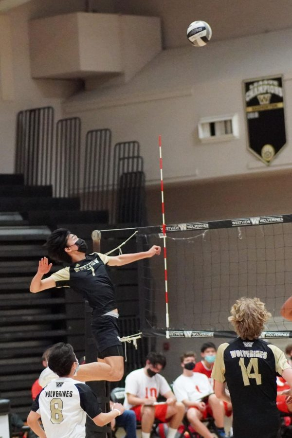 After two-game hiccup, boys volleyball sweeps Mt. Carmel in match