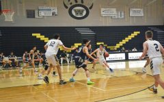 Boys basketball wraps up season with win against Del Norte