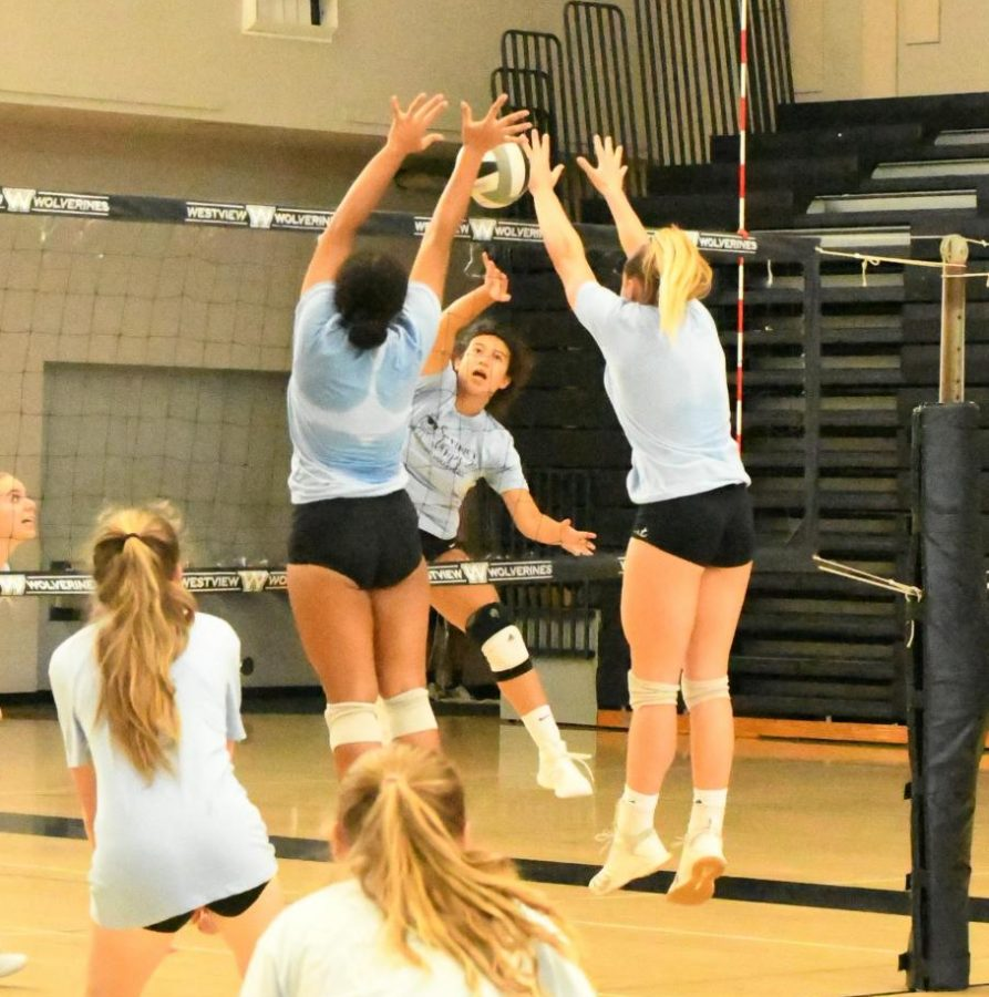 Girls volleyball bonds with new players, wins Classical tournament